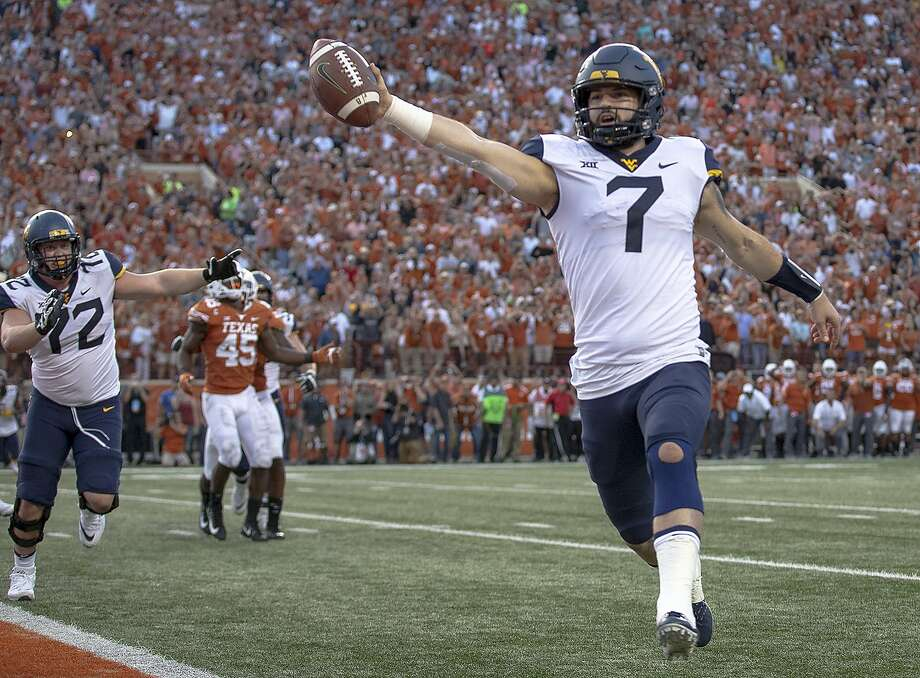 West Virginia QB Will Grier scores the game- winning two-point conversion against Texas in Austin, Photo: Nick Wagner / Associated Press