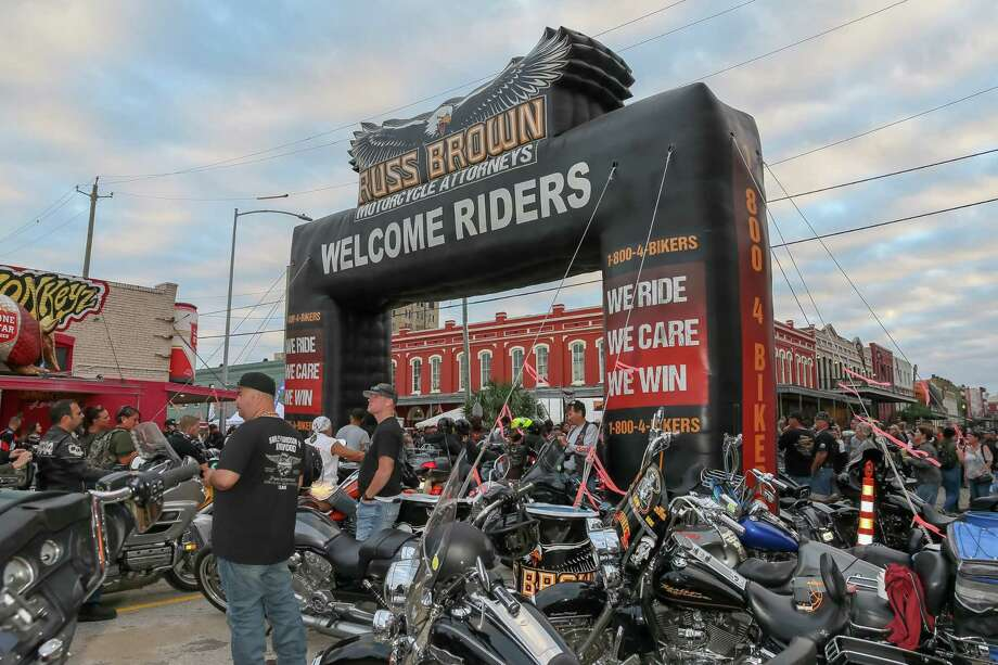 November 3, 2018:  Riders pay an entrance fee and gain access to The Strand through a portal during the Lone Star Rally in Galveston, Texas. Photo: Leslie Plaza Johnson, Contributor / Houston Chronicle