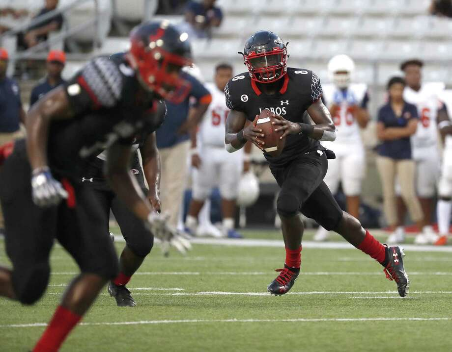 Langham Creek quarterback Chris Herron (8) looks to pass the ball during the first half of a high school football game between Fort Bend Bush and Langham Creek, Thursday, September 6, 2018, at Cy-Fair FCU Stadium. Photo: Karen Warren, Houston Chronicle / Staff Photographer / © 2018 Houston Chronicle