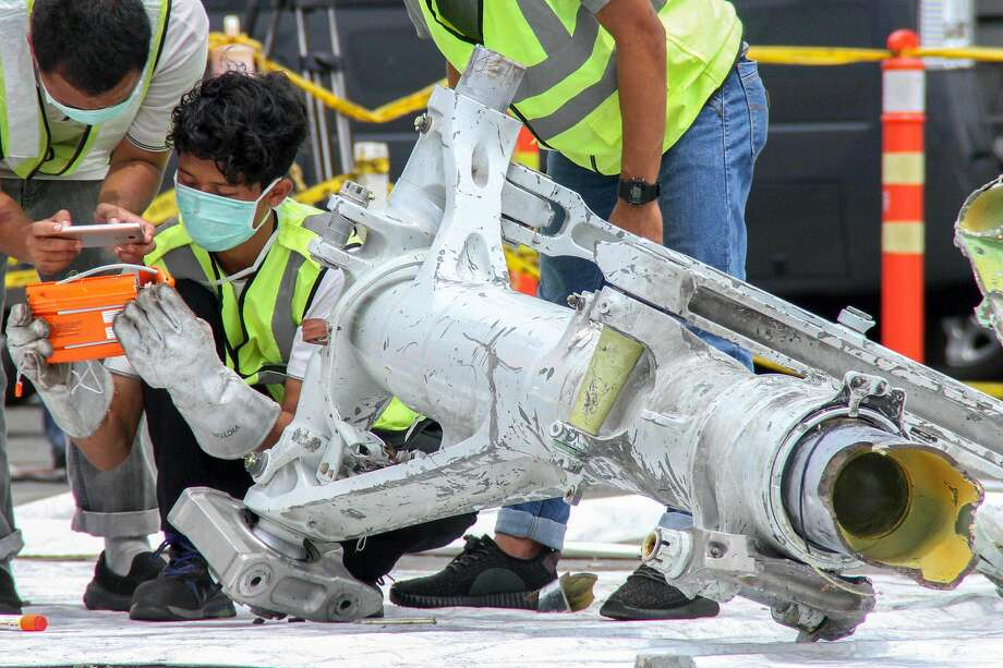 Investigators examine a landing gear assembly recovered from the Lion Air jetliner that crashed Oct. 29 into the Java Sea after takeoff from Jakarta, killing all 189 people on board. Photo: Azwar Ipank / AFP / Getty Images