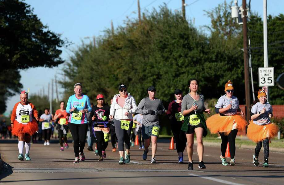 People participate in the 10K race of the BakerRipley Turkey Trot Thursday, Nov. 23, 2017, in Houston. Photo: Godofredo A. Vasquez, Houston Chronicle / Houston Chronicle / Godofredo A. Vasquez