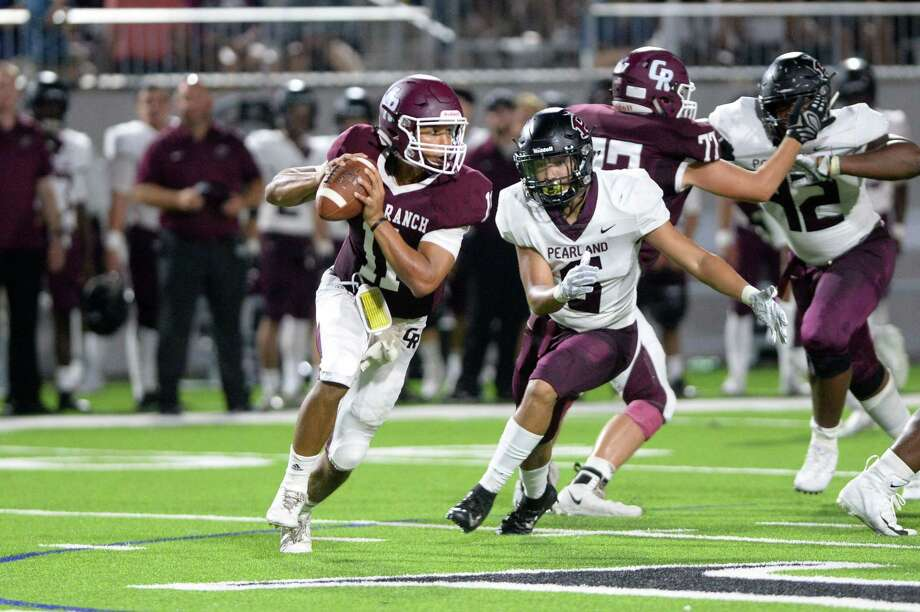 Cameron Harper (11) of Cinco Ranch escapes from Devin Linton (6) of Pearland prior to a touchdown pass in the third quarter of a high school football game between the Cinco Ranch Cougars and the Pearland Oilers on Saturday, September 15, 2018 at Legacy Stadium, Katy, TX. Photo: Craig Moseley, Houston Chronicle / Staff Photographer / ©2018 Houston Chronicle