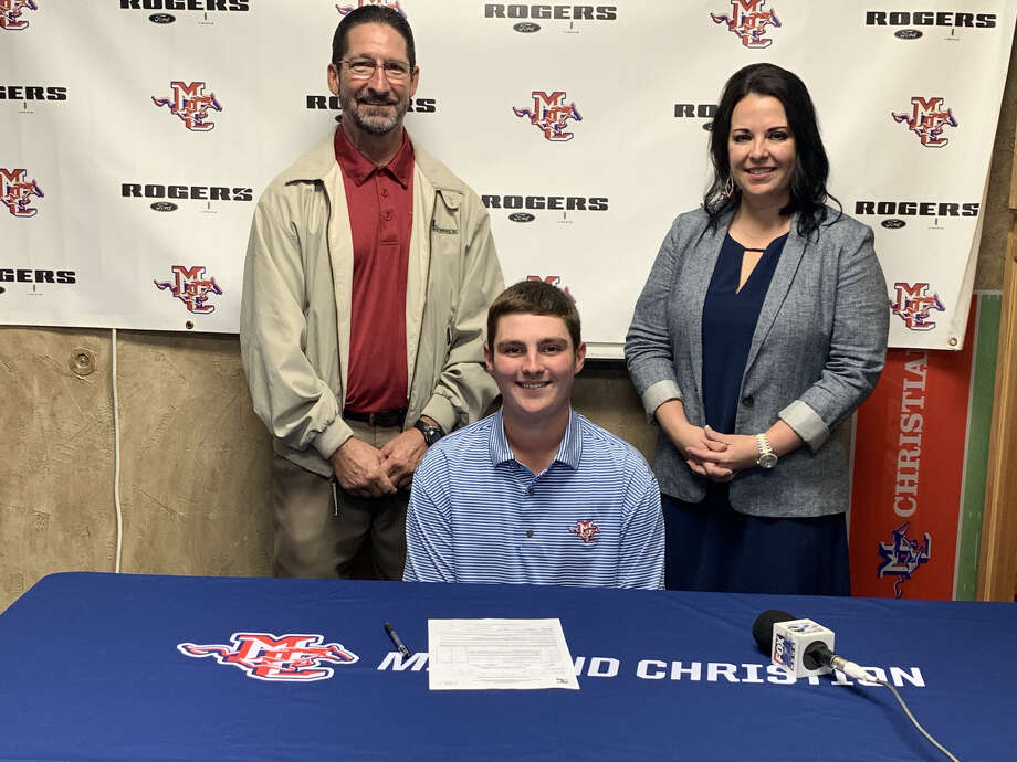 Midland Christian golfer Robby Massey, center, signed a letter-of-intent to play with Odessa College next year. Photo: Courtesy Photo