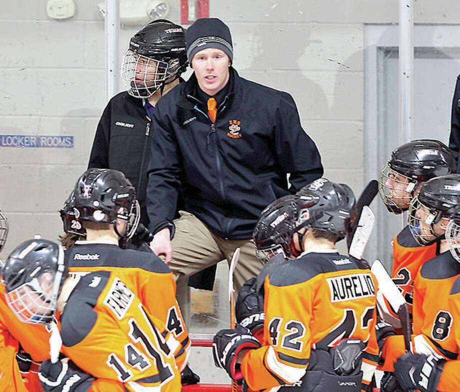 Edwardsville hockey coach Jason Walker, center, and his team are looking for a turnaround this season in the Mid-States Club Hockey Association. Photo: Telegraph File Photo