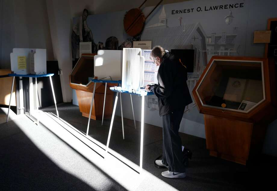 A voter marks her ballot at the Lawrence Hall of Science polling place in Berkeley. Photo: Paul Chinn / The Chronicle