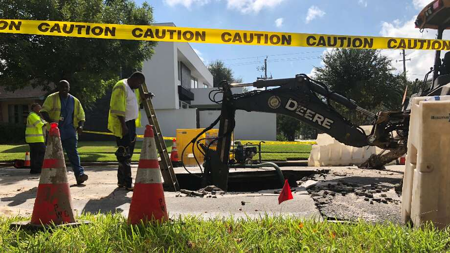 Workers repair a sinkhole in the Montrose area on Tuesday, Nov. 6, 2018. Photo: Samantha Ketterer