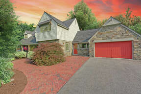 House of the Week: 33 Alva St., East Greenbush | Realtor: Vera Cohen of Vera Cohen Realty | Discuss: Talk about this house