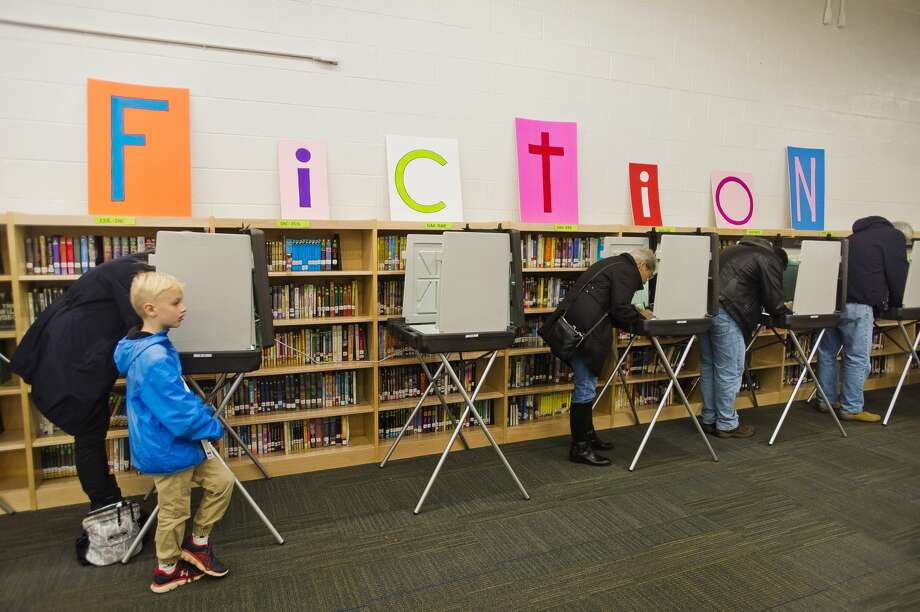 FILE — Voters cast their ballots in the midterm elections on Tuesday, Nov. 6, 2018 at Woodcrest Elementary in Midland. (Katy Kildee/kkildee@mdn.net) Photo: (Katy Kildee/kkildee@mdn.net)