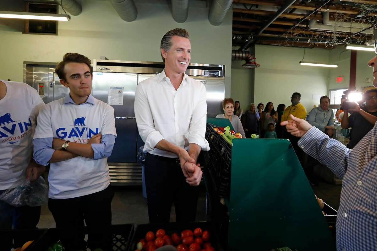 Lt. Governor Gavin Newsom visits with workers at food pantry at St. Joseph Center, in Venice, Calif., on Oct. 16, 2018. Newsom unveiled his latest campaign policy proposal - a ten-point plan to encourage service and volunteerism in every community across California. (Carolyn Cole/Los Angeles Times/TNS)
