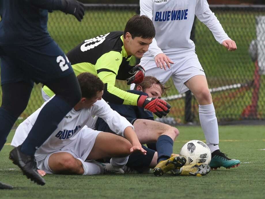Darien goal keeper Aaron Sears in action during a Class LL playoff game against Staples in Westport, Conn. on Tuesday, Nov. 6, 2018. Photo: Dave Stewart / Hearst Connecticut Media / Contributed Photo / Greenwich Time Contributed