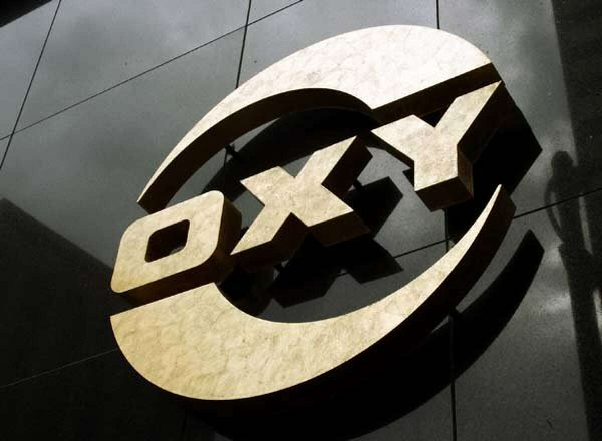 Occidental Petroleum Corp. split with some of its larger rivals in rejecting a U.S. carbon tax, preferring the existing system of tax credits designed to encourage oil companies to store carbon dioxide and reduce emissions.