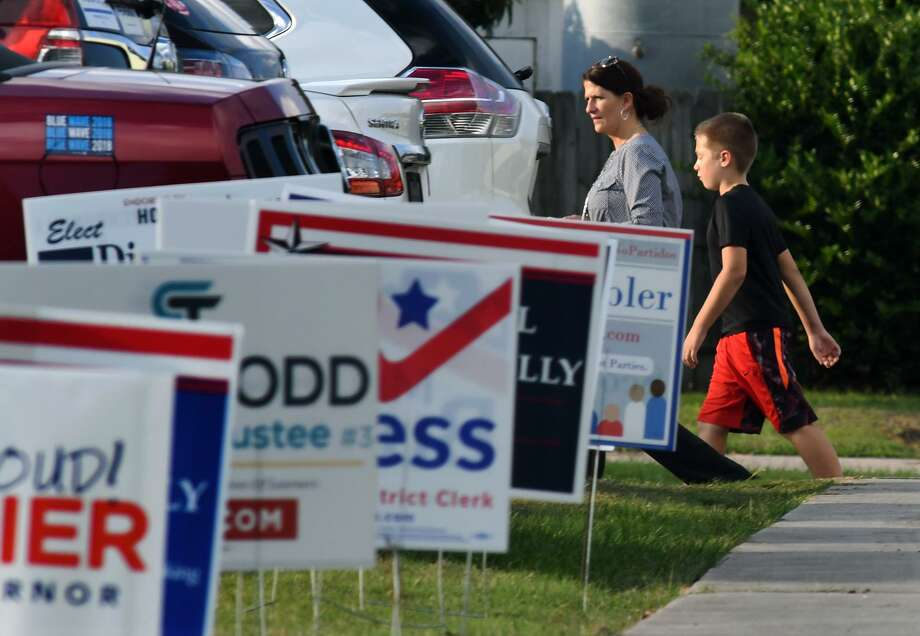 A voter and her sons make their way inside the Revival House Church in Spring during the finals hours of open polls on Nov. 6, 2018. Photo: Jerry Baker, Houston Chronicle / Contributor / Houston Chronicle