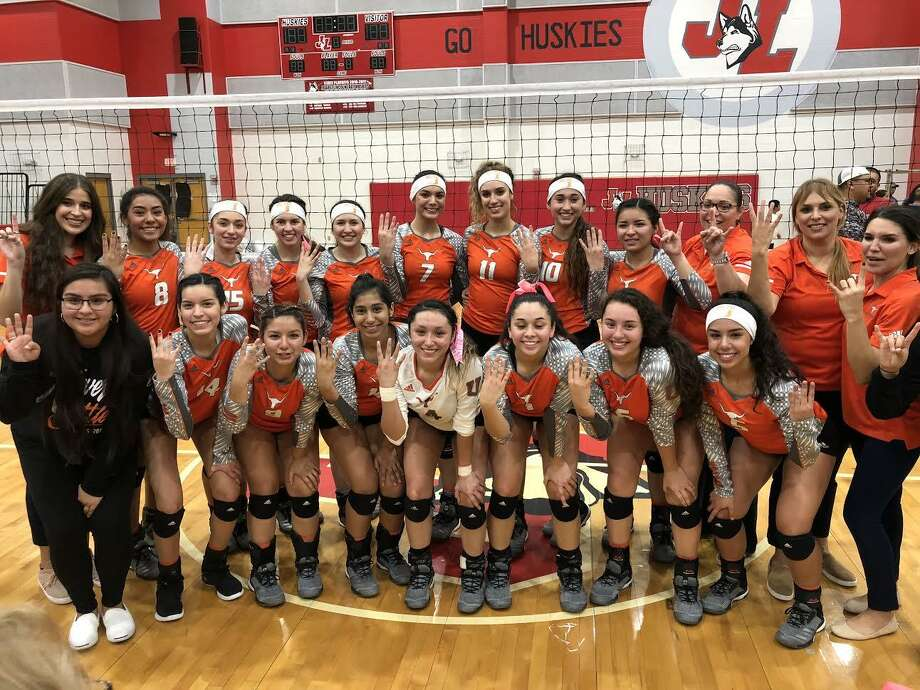 United is heading to the Region IV-6A tournament — ending a 22-year drought — after winning in four sets over McAllen Tuesday night in the third round of the postseason. Photo: Clara Sandoval /Laredo Morning Times