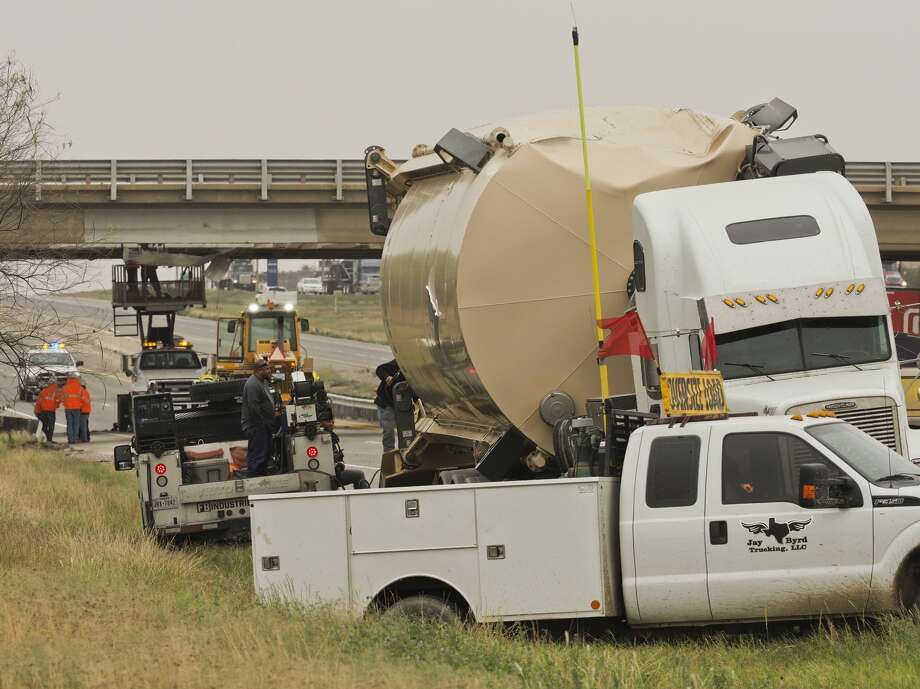A truck carrying an oversize load struck the overpass of west I-20 and south Loop 250 11/07/18 early afternoon causing the closure of the overpass and part of I-20.  Tim Fischer/Reporter-Telegram Photo: Tim Fischer/Midland Reporter-Telegram
