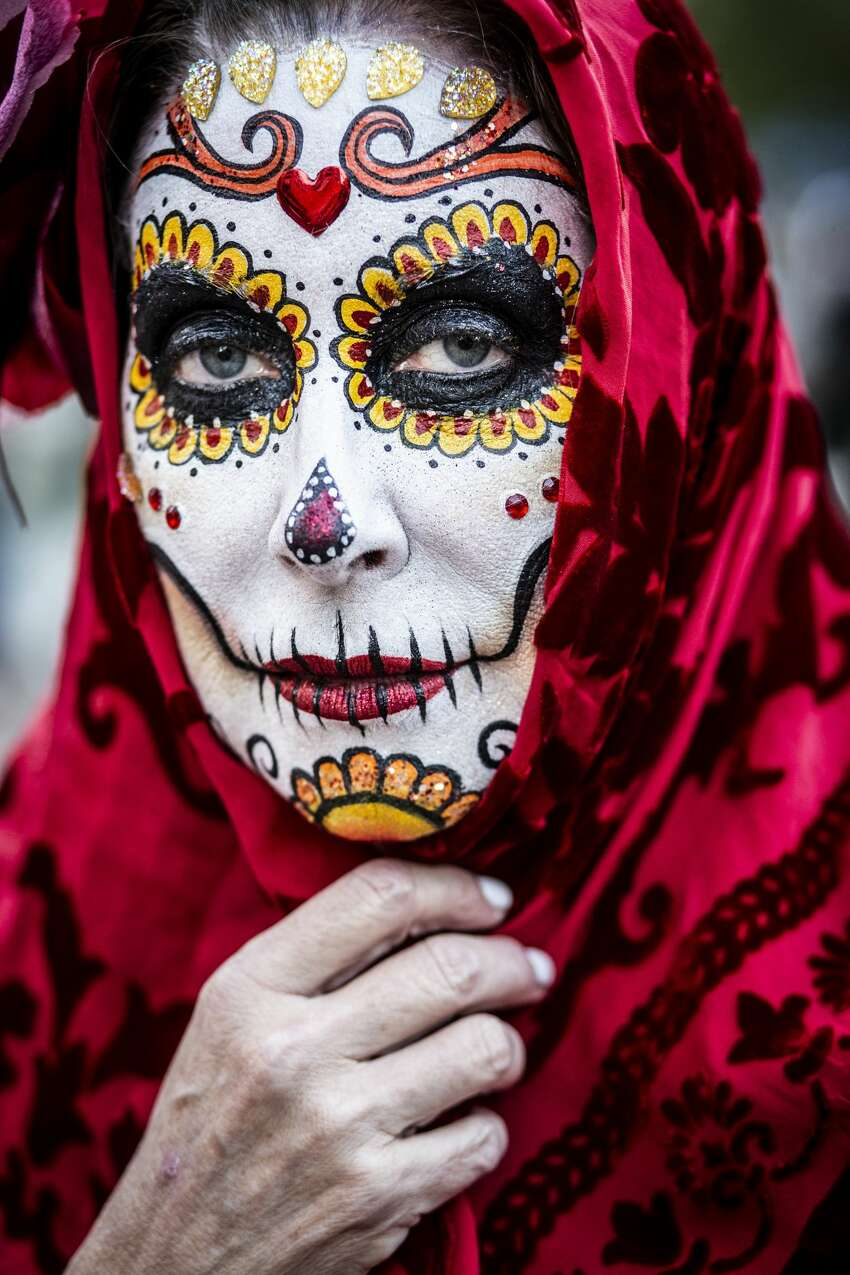 There will be a muertos-themed 5K run and walk allowing participants to run through a local cemetery Celebrating Life Run-Walk 5K is part of the event lineup for the inaugural Day of the Dead San Antonio festival. On Nov. 2, runners will dash through Mission Park Cemetery at 1700 S.E. Military Drive.
