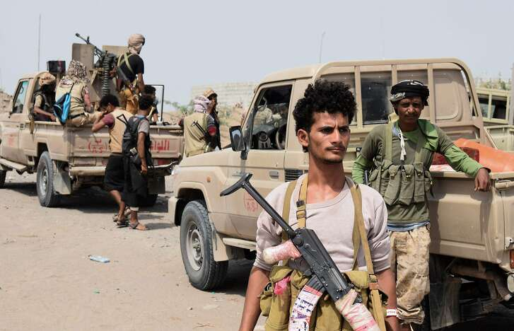 Yemeni pro-government forces advance towards the port city of Hodeida, controlled by Huthi rebels, as they continue to battle for the control of the city, on November 6, 2018. - Five days of battles between Iran-linked Huthi rebels and the army, allied with a regional military coalition led by Saudi Arabia, have left more than 150 combatants dead in the Red Sea province of Hodeida. (Photo by STRINGER / AFP)STRINGER/AFP/Getty Images