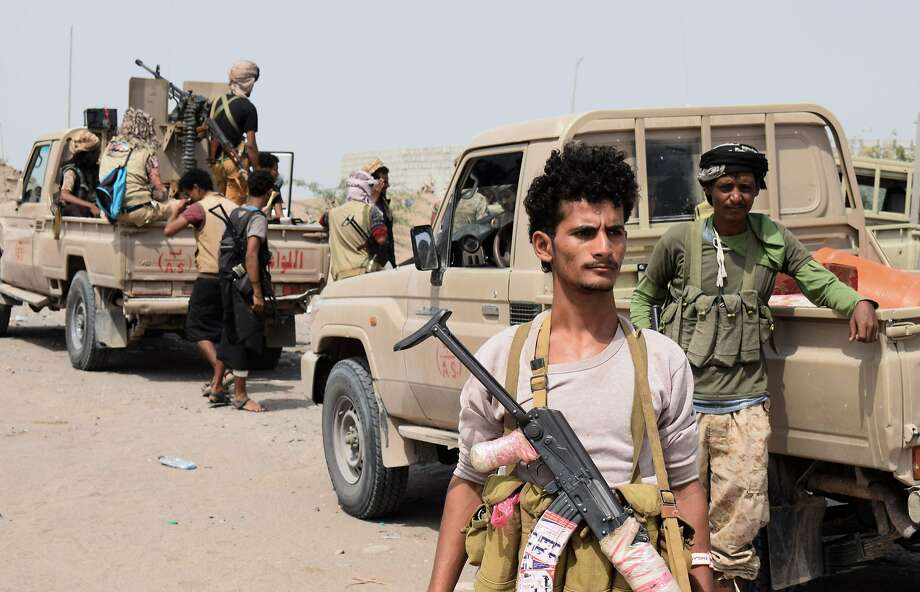 Yemeni pro-government forces advance toward the port city of Hodeida, controlled by Houthi rebels, as they continue to battle for the control of the city, Photo: AFP / Getty Images