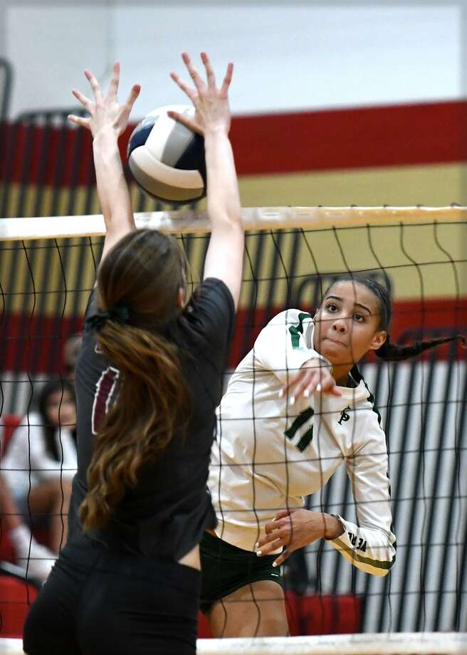 Kingwood Park junior right side Alia Williams (11) works for a kill against A&M Consolidated freshman outside hitter Ava Derbes during the second set of their UIL Region III-5A Quarterfinals Volleyball Playoff Match at Cy Woods High School on Nov. 6, 2018. Photo: Jerry Baker, Houston Chronicle / Contributor / Houston Chronicle