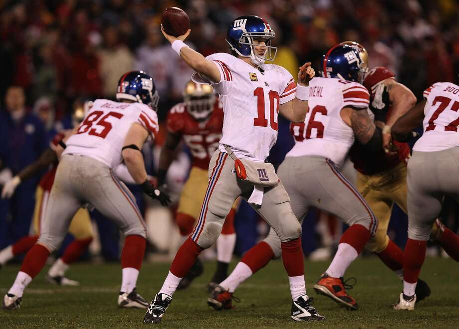 Eli Manning #10 of the New York Giants passes against the San Francisco 49ers during the second half of the NFC Championship Game at Candlestick Park on January 22, 2012 in San Francisco, California. Photo: Ezra Shaw / Getty Images