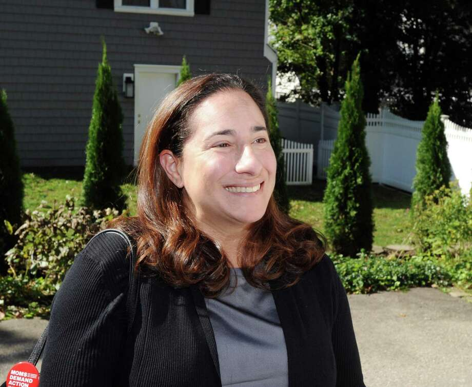 Laura Kostin, the Democratic candidate running for State Representative for District 151, canvasses on Halsey Drive in Old Greenwich, Conn., Wednesday, Oct. 17, 2018. Photo: Bob Luckey Jr. / Hearst Connecticut Media / Greenwich Time
