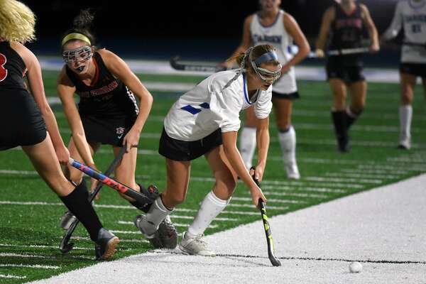 Darien's Shea van den Broek moves the ball during a 3-2 win over rival New Canaan in the Class L field hockey playoffs on Wednesday, Nov. 7, 2018 in Darien, Conn.