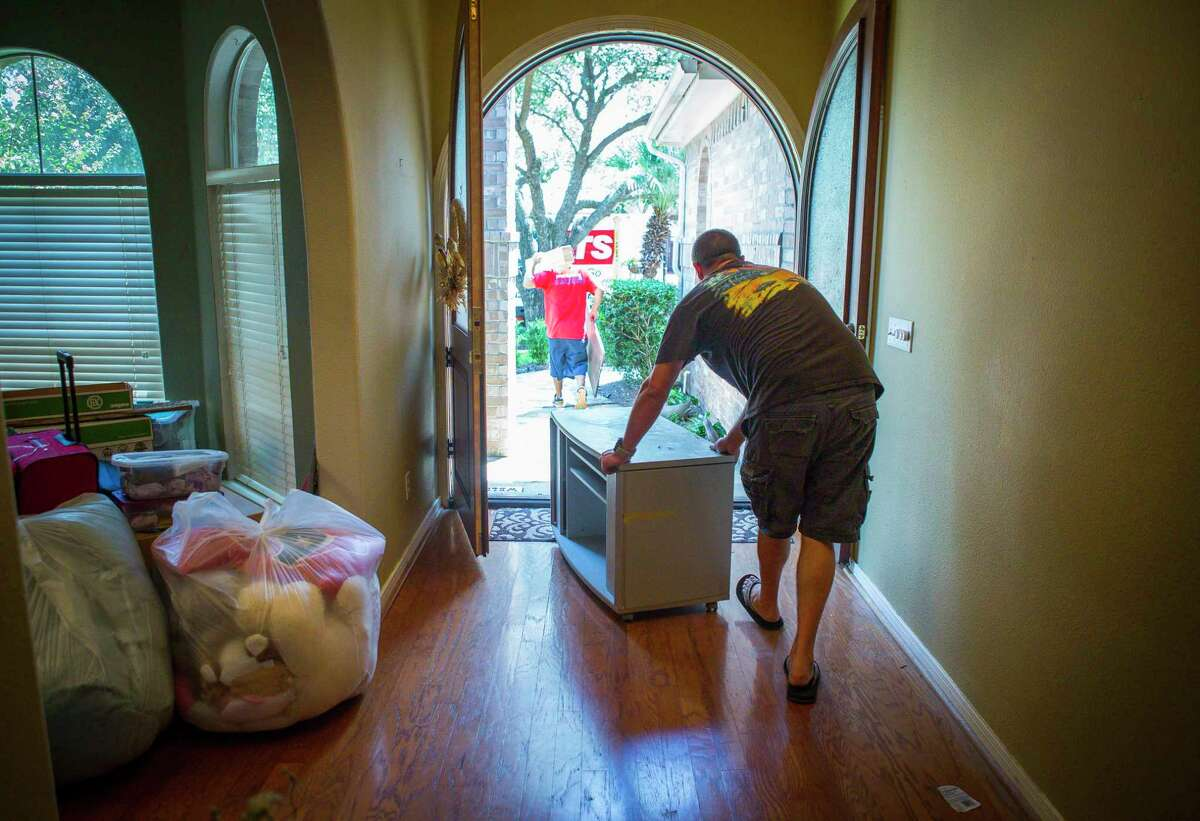 Matt Sprague packs up the last of his belongings from his family's home in west Houston after closing on the sale of the home, which was bought by the iBuyer Opendoor. The recent influx of iBuyers into the Housotn market has made it easier for homeowners to sell their houses at a price they want.