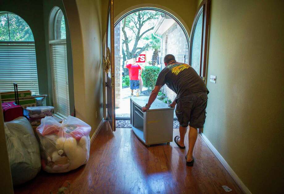 REX is one of several real estate startups that have recently expanded to the Houston market. Here, Matt Sprague packs up the last of his belongings from his family's home in west Houston after closing on the sale of the home using another real estate startup, Opendoor, on Aug. 30, 2018. Photo: Mark Mulligan, Houston Chronicle / Staff Photographer / © 2018 Mark Mulligan / Houston Chronicle