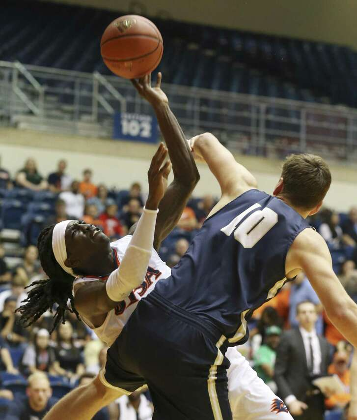 UTSA's Keaton Wallace (24) gets off a tough shot against St. Edwards' Lucas Doria (10) in college basketball at UTSA on Wednesday, Nov. 7, 2018. (Kin Man Hui/San Antonio Express-News)