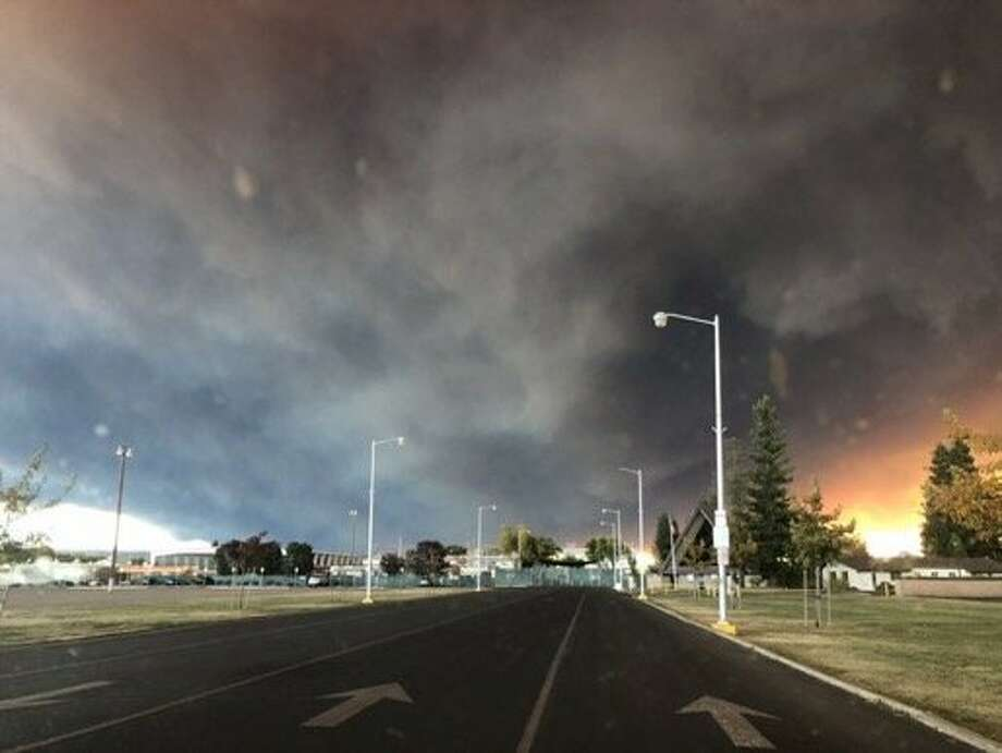 Twitter user jackieglazerr has captured dark smoke from the campfire filling the sky above Fair Street in Chico. Photo: Twitter