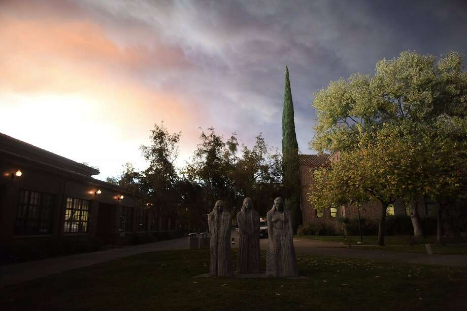 Smoke covers the air above California State University, Chico, which burns on November 8, 2018, near Paradise, California, 24 kilometers from Camp Fire. Photo: Twitter