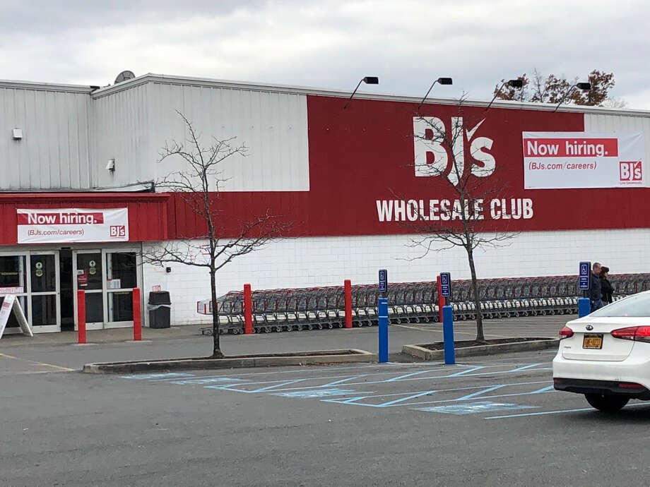 The BJ's Wholesale Club store in Colonie, NY, was closed Thursday morning due to an unspecified computer problem. The problem affected clubs around the country. Photo: Kristi Gustafson Barlette