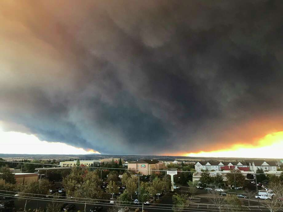 The massive cloud of campfire burning at Feather River Canyon, near Paradise, California, blows over the Sacramento Valley, as seen Thursday, November 8, 2018, from Chico, California. Northern California authorities have done so, mandated compulsory evacuation in a rural area where wildfire has grown to 1,000 hectares (405 hectares) in hot and windy weather. (David Little / Chico Enterprise Record via AP) Photo: David Little, AP / Media News Group