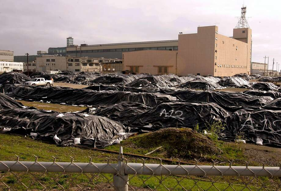 Soil covered under tarps after processing at a radiological screening yard at Hunters Point Naval Shipyard on Jan. 3, 2007. Photo: Paul Sakuma / Associated Press 2007