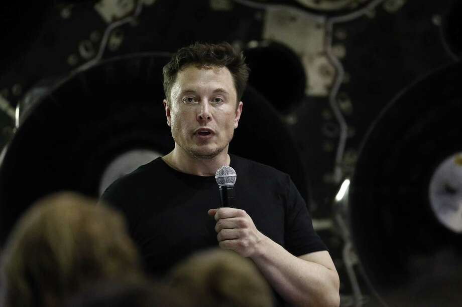 Elon Musk speaks at SpaceX headquarters in Hawthorne, California on Sept. 17, 2018. Photo: Bloomberg Photo By Patrick T. Fallon / Bloomberg