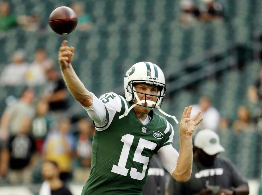 FILE - In this Aug. 30, 2018, file photo, New York Jets' Josh McCown warms up before a preseason NFL football game against the Philadelphia Eagles in Philadelphia. McCown will start at quarterback for the Jets against the Buffalo Bills on Sunday in place of injured rookie Sam Darnold. (AP Photo/Matt Rourke, File) Photo: Matt Rourke / Copyright 2018 The Associated Press. All rights reserved