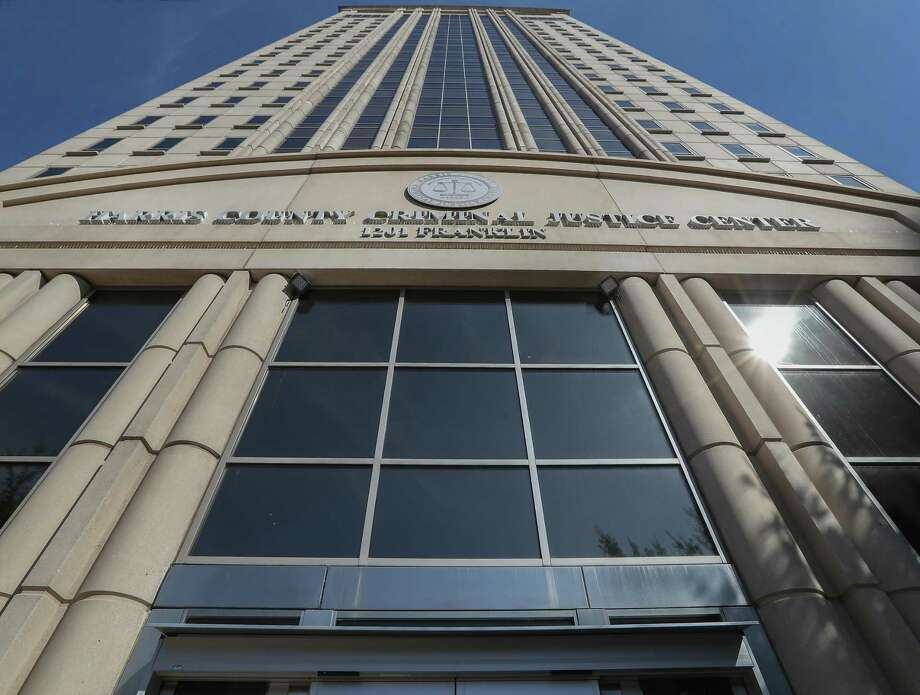 Hurricane Harvey shuttered the Harris County Criminal Courthouse at 1201 Franklin, shown here on Nov. 13, 2017, for at least six to nine months. ( Steve Gonzales / Houston Chronicle ) Photo: Steve Gonzales, Staff Photographer / Houston Chronicle / © 2017 Houston Chronicle
