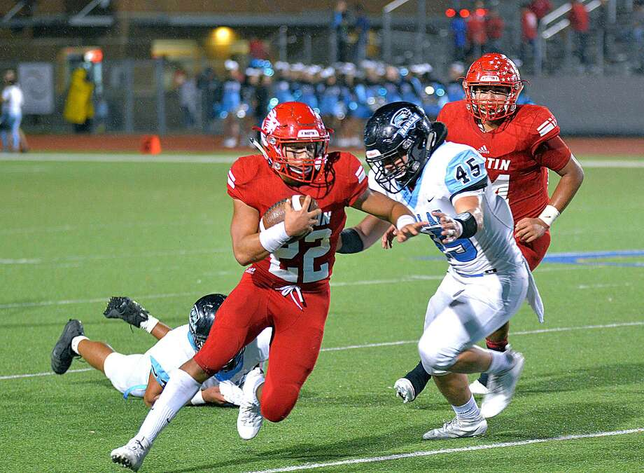 Running back Jose Castaneda and Martin visits San Antonio Veterans Memorial Saturday for a 6 p.m. matchup. Photo: Cuate Santos /Laredo Morning Times