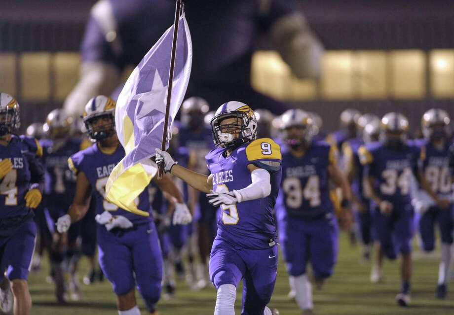 Senior Sam Garza of Brackenridge High carries the school flag onto the field for their high-school football game against Highlands at Alamo Stadium on Thursday, Nov. 8, 2018. Photo: Billy Calzada, Staff / Staff Photographer / San Antonio Express-News