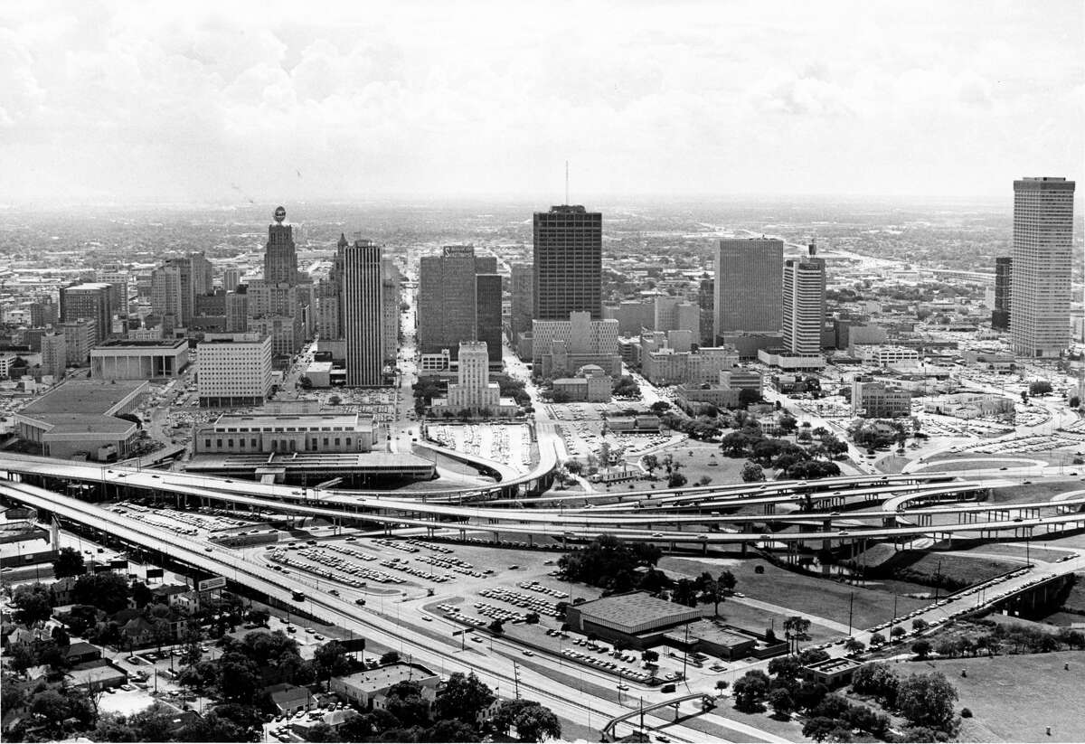 Houston's skyline An aerial of downtown Houston skyline taken in August 1967. Buildings include Jones Hall, the Gulf Building, US Federal Courthouse, Sam Houston Coliseum, Houston City Hall, Bank of the Southwest, Tenneco building, Houston Public Library, Sheraton Lincoln Hotel, and the Humble building.