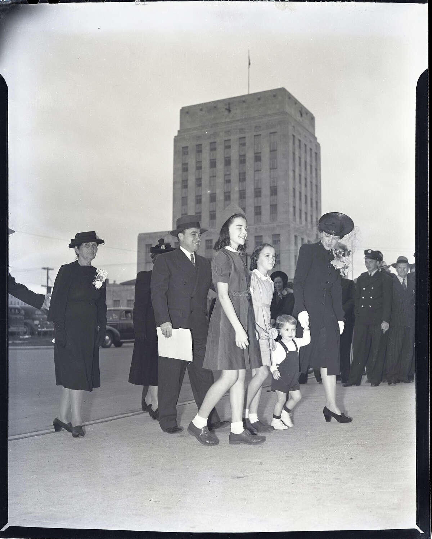 Circa 1941: Houston Mayor Cornelius A. Neal Pickett with family walk past Houston City Hall.