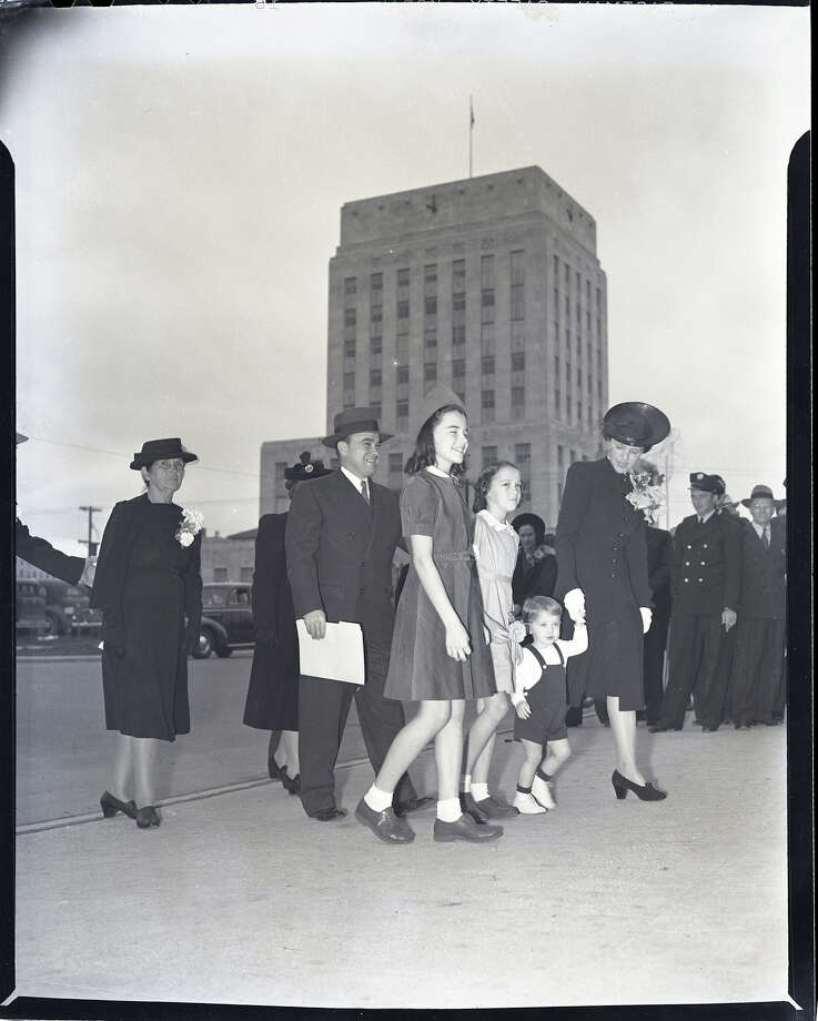 Circa 1941: Houston Mayor Cornelius A. Neal  Pickett with family walk past Houston City Hall. Photo: Houston Chronicle / Houston Chronicle