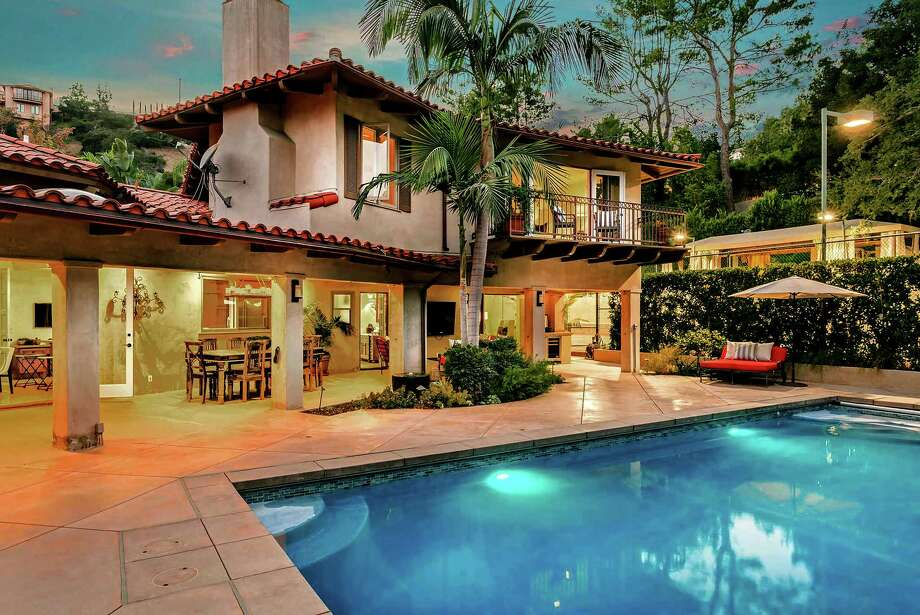 The home where actors Chris Pratt and Anna Faris lived during their marriage is on the market for about $5 million. Set on about two-thirds of an acre, the Mediterranean compound includes a lighted tennis court, a swimming pool and expansive covered patio space. A pavilion was converted into a gym. (The Agency) Photo: The Agency / Los Angeles Times