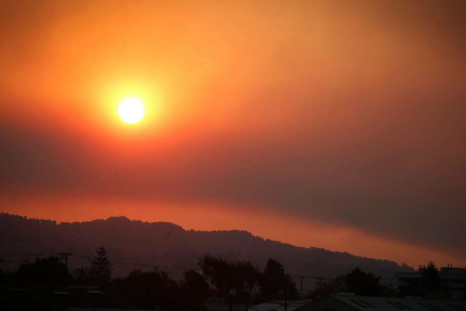The sun rises above the East Bay hills through a smoky haze in Berkeley on Nov. 9. Photo: Paul Chinn / The Chronicle