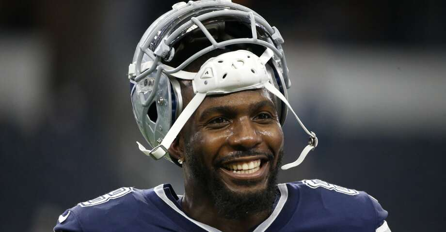 FILE - In this Nov. 23, 2017, file photo, Dallas Cowboys' Dez Bryant warms up before an NFL football game against the Los Angeles Chargers in Arlington, Texas. A person familiar with the situation says free-agent Dez Bryant and the New Orleans Saints have agreed on contract terms that will add the former Cowboys star to one of the NFL's top offenses. The person spoke to The Associated Press on condition of anonymity on Wednesday, Nov. 7, 2018, because the roster move has not been announced. (AP Photo/Ron Jenkins, File) Photo: Ron Jenkins/Associated Press