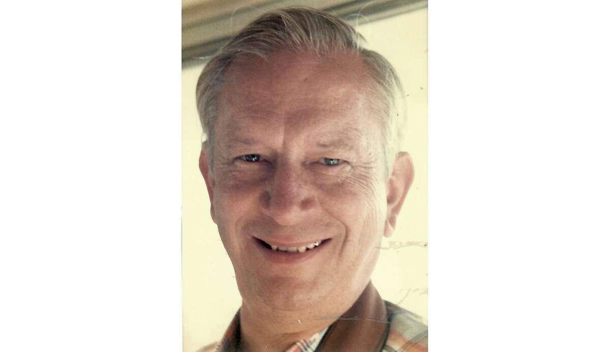 Robert Stinnett, a former Oakland Tribune staff photographer, died Nov. 6, 2018 in San Jose, Calif. according to his son.