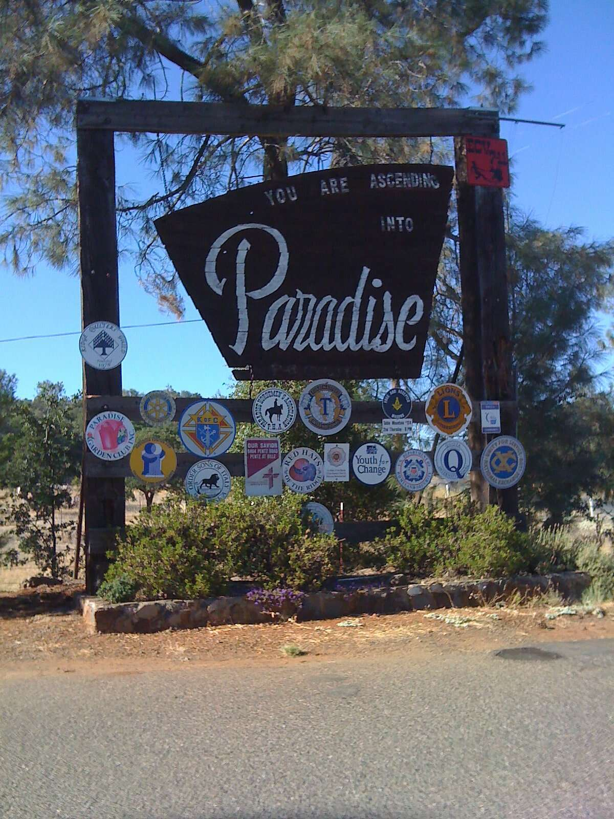 The Welcome of Paradise sign in August 2011.