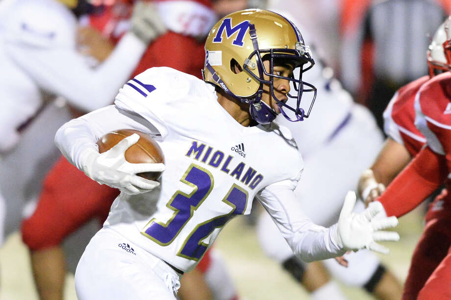 Midland High's Daniel Garcia runs against Odessa High Nov. 9, 2018, at Ratliff Stadium in Odessa. James Durbin/Reporter-Telegram Photo: James Durbin / ? 2018 Midland Reporter-Telegram. All Rights Reserved.