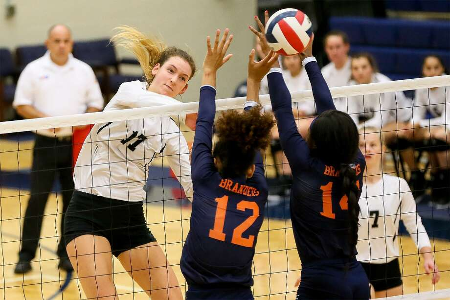 Clark's Kara McGhee hits the ball past Brandeis' Jalyn Gibson (12) and Maya Smalls during their District 28-6A high school volleyball match at Taylor Fieldhouse on Tuesday, Oct. 2, 2018. Clark won the match in five sets. Photo: Marvin Pfeiffer /Staff Photographer / Express-News 2018