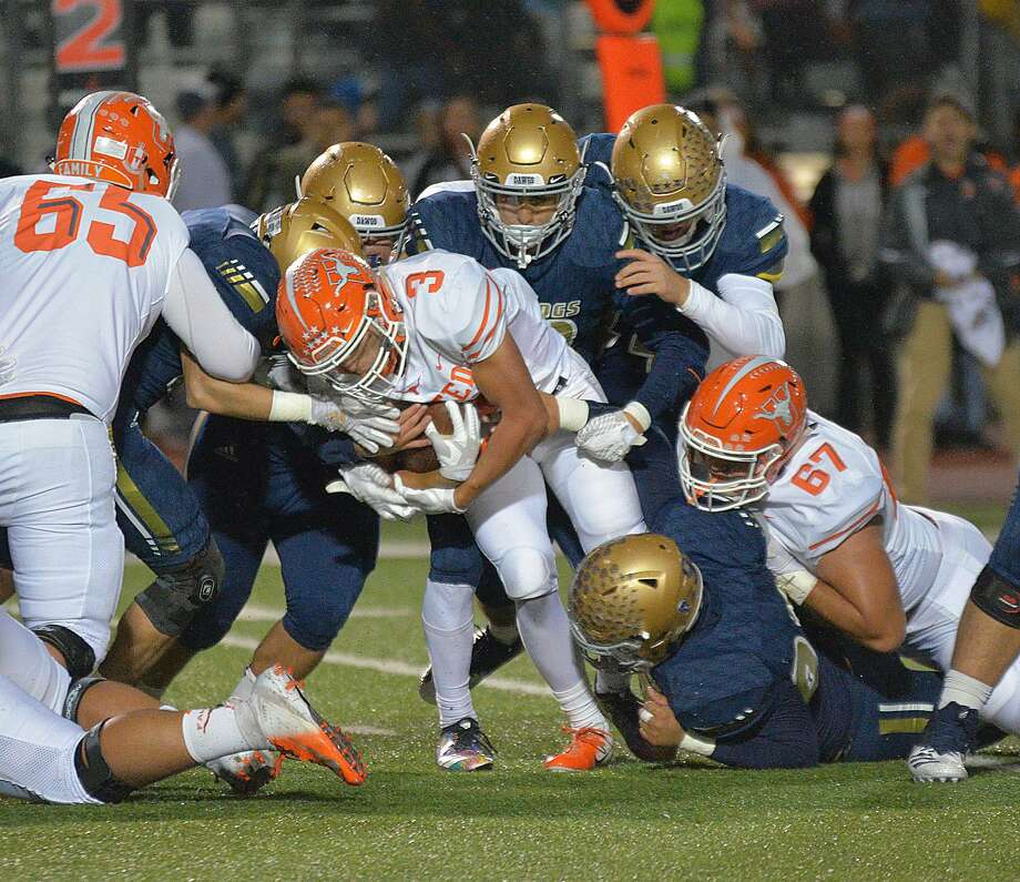 Jerry Gonzalez rushed for 191 yards and two touchdowns and scored on a 37-yard reception Friday leading United to a 37-0 win over Alexander at the SAC to win an outright championship. Photo: Cuate Santos / Laredo Morning Times / Laredo Morning Times