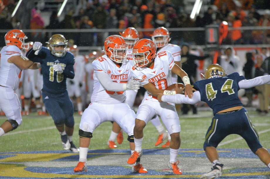 United quarterback Wayo Huerta threw for a career-high 416 yards and six touchdowns last week despite battling an injury. Photo: Cuate Santos /Laredo Morning Times / Laredo Morning Times